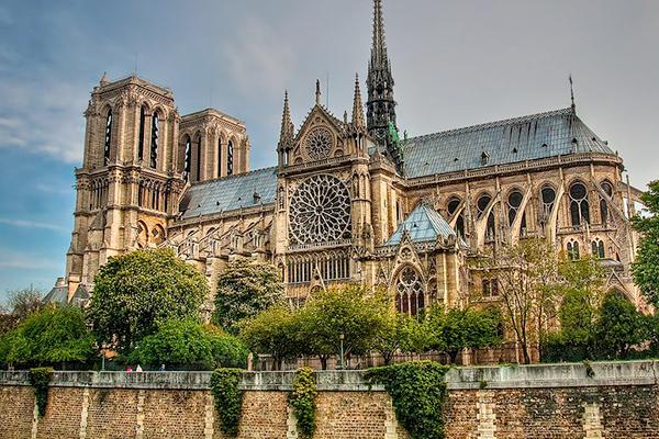 Nhà thờ Đức Bà Paris (Motre Dame)