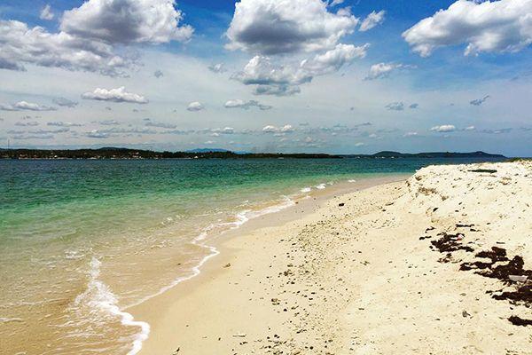 Vẻ đẹp hoang sơ của bãi biển Tuy Hòa